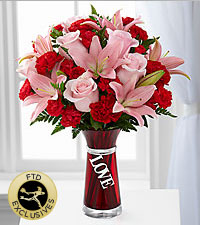 The FTD ® Hold My Heart™ Bouquet