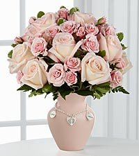 Le bouquet de roses Mother&#39;s Charm<sup>&trade;</sup> de FTD� - Fille - VASE INCLUS