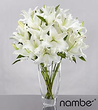 White Sands Lily Bouquet in Crystal Namb&eacute; Vase - 10 Stems