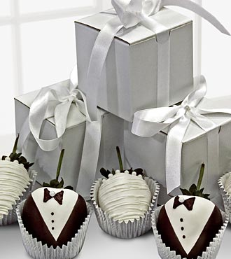 Golden Edibles Bridal Bliss Belgian Chocolate Covered Strawberry Boxed Wedding Favors
