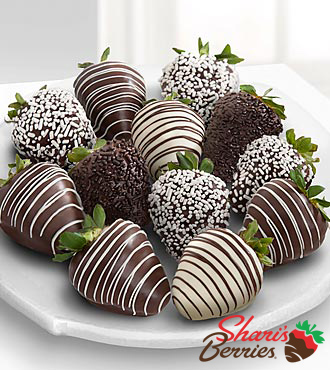 Chocolate Dip Delights Real White & Dark Chocolate Strawberries - 12 piece