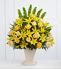 The FTD ® Golden Memories™ Arrangement