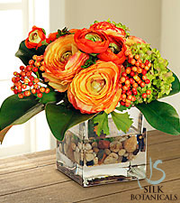 Jane Seymour Silk Botanicals Ranunculus Berry & Snowball Design In Glass Vase