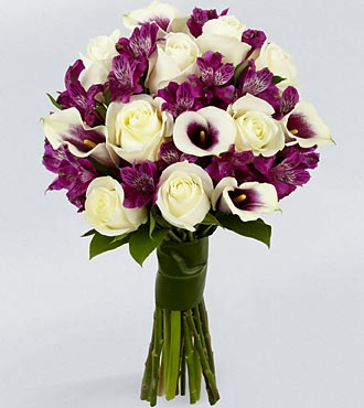 Vera Wang Absolute Elegance Fashion Bouquet - 19 Stems