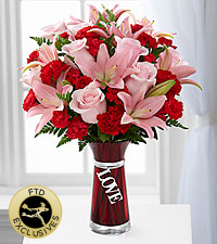 The FTD® Hold My Heart™ Bouquet - VASE INCLUDED