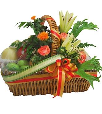 Composition de fruits et de fleurs