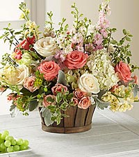 Le bouquet Bountiful Garden<sup>&trade;</sup> de FTD® - PANIER INCLUS