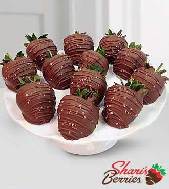 Chocolate Dip Delights™ Sea Salt Caramel Real Milk Chocolate Covered Strawberries - 12pc