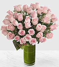 Bouquet de roses Delighted Luxury - roses de première qualité à tiges de 24 pouces - VASE INCLUS
