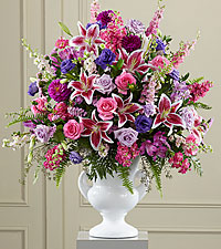 The FTD® Peaceful Tribute&trade: Arrangement
