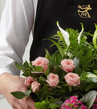 La jardinière de fleurs assorties créée par un fleuriste de FTD®