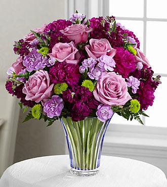 Le bouquet Timeless Traditions<sup>&trade;</sup> de FTD® - VASE EN VERRE TAILLÉ INCLUS