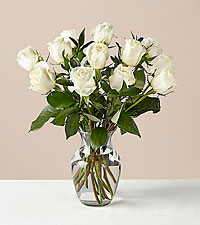 12 Stem Moonlight White Rose Bouquet With Ginger Vase