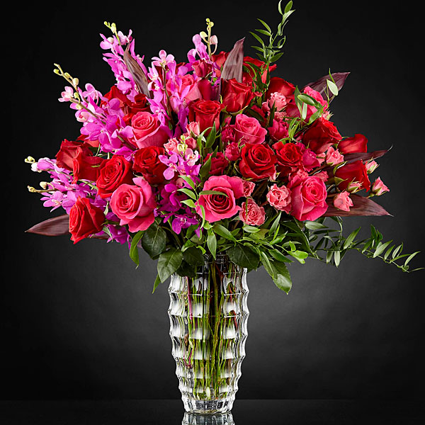 The FTD Hearts Wishes Luxury Bouquet - VASE INCLUDED